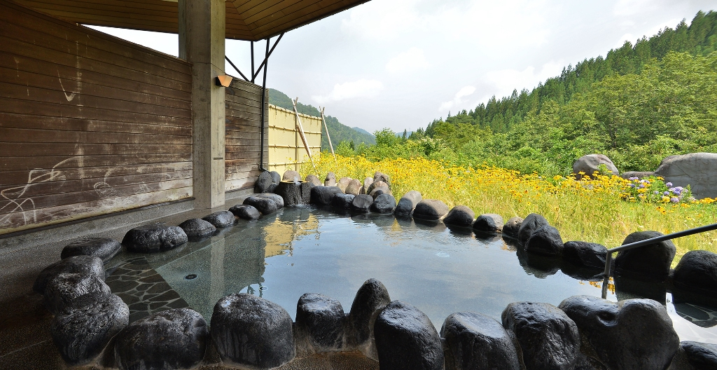 景色のいい露天檜風呂